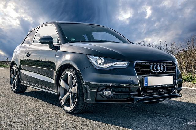 auto Audi na silnici