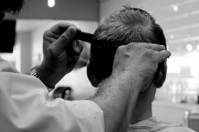 muž u holiče